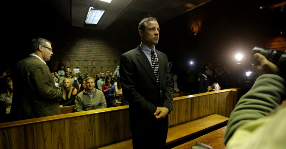 4.jun.2013 - O atleta sul-africano Oscar Pistorius volta ao tribunal em Pretória para nova visita nesta terça-feira (4), três meses após obter liberdade sob fiança. Pistorius, corredor biamputado nas pernas conhecido por competir contra atletas sem deficiência, é acusado de matar a namorada, a modelo Reeva Steenkamp