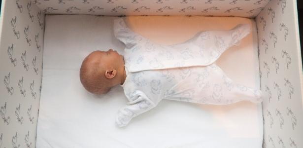Bebês de todas as classes sociais dormem em caixas de papelão na Finalândia - Milla Kontkanen via BBC