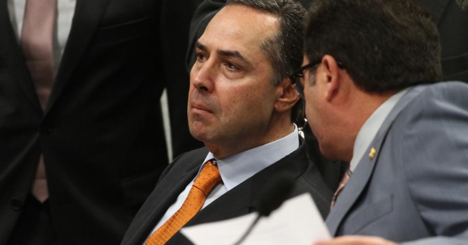 5.jun.2013 - A CCJ (Comissão de Constituição, Justiça e Cidadania) sabatina o advogado Luís Roberto Barroso, indicado para o cargo de ministro do STF (Supremo Tribunal Federal). Na foto, o presidente da comissão, senador Vital do Rego (direita) e o advogado Luis Roberto Barroso