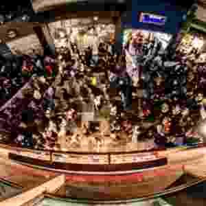 6.jun.2013 - Cerca de 1.000 pessoas marcham em protesto no centro de São Paulo, em vias próximas ao viaduto do Chá e Anhangabaú, contra o aumento na passagem do ônibus na capital, de R$ 3 para R$ 3,20 - Gustavo Basso/UOL