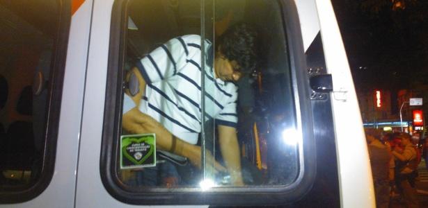 O presidente do Sindicato dos Metroviários do Estado de São Paulo, Altino de Melo Prazeres Júnior, é detido em protesto de estudantes em SP - Marivaldo Carvalho/UOL