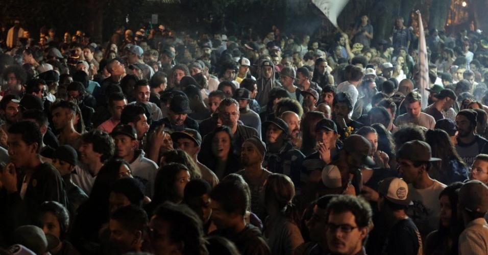 8.jun.2013 - Manifestantes se reúnem em São Paulo neste sábado (8) para mais uma Marcha da Maconha, que contou com show de encerramento na praça da República