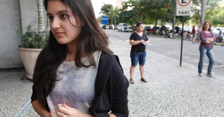 RIO DE JANEIRO - RJ - BRASIL - 09/06/2013 – VESTIBULAR UERJ. Prova de vestibular no Campus da UERJ. Ana Bernandazzi, 16, ainda esta no terceiro ano, mas achou a prova facil