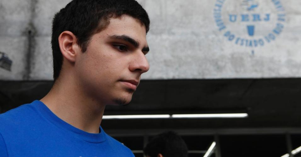 RIO DE JANEIRO - RJ - BRASIL - 09/06/2013 – VESTIBULAR UERJ. Prova de vestibular no Campus da UERJ. Lucas Cardoso, 17 fachou a prova tranquila.