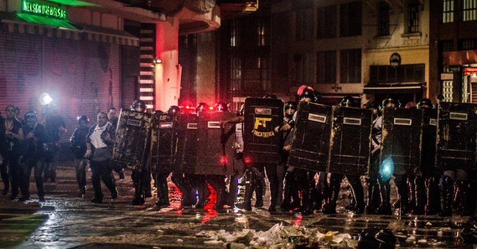11.jun.2013 - Policiais ocupam ruas do centro de São Paulo, nas imediações da catedral da Sé