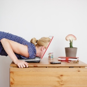 """""""""""Uma vez por dia é mais que suficiente para acompanhar o outro de uma maneira saudável, desde que isso não seja feito como um ritual"""""""", alerta a psicóloga Katty Zúñiga - Getty Images"""