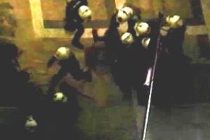 PMs prendem jornalista em protesto contra tarifa de transporte em SP