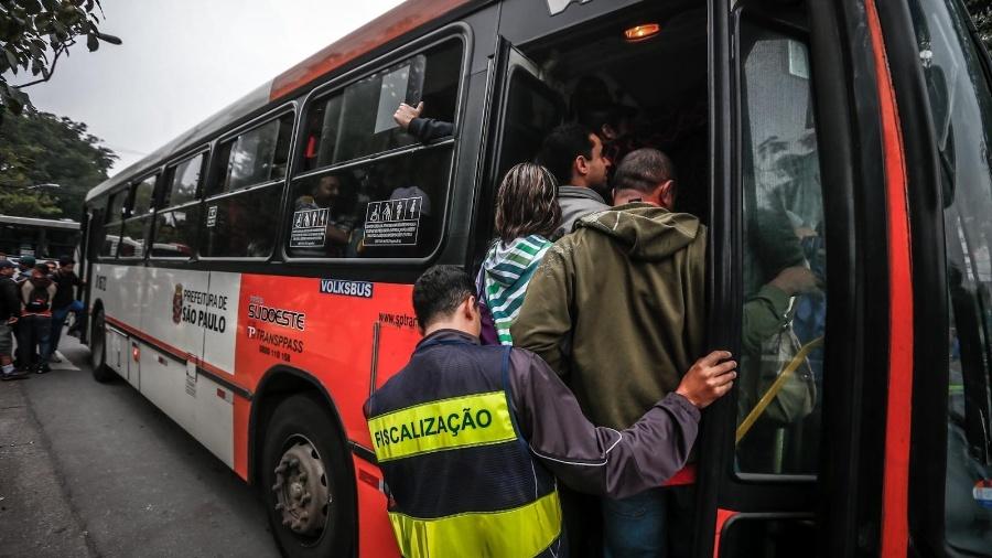 Empresas de ônibus alegam queda no número de passageiros por causa de apps - Leandro Moraes/UOL