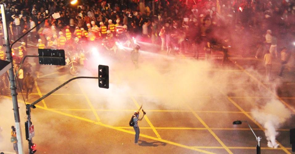 14.jun.2013 - A internauta Sarah Kamada registrou momento da manifestação contra o aumento da tarifa do transporte público no centro de São Paulo, na noite desta quinta-feira (13)
