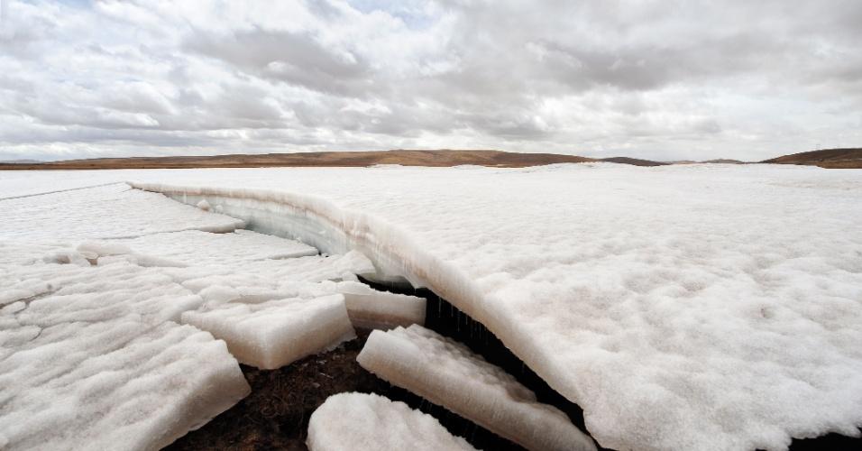 17.jun.2013 - 2010 - Geleiras derretidas no rio Amarelo, localizado na província Qinghai, na China