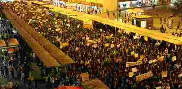 Manifestantes protestam contra o aumento da tarifa do transporte coletivo em Curitiba (PR) - Franklin de Freitas/Estadão Conteúdo