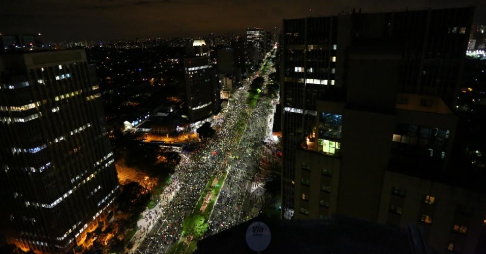 17.jun.2013 - Milhares de manifestantes tomam a avenida Faria Lima, em Pinheiros (zona oeste de São Paulo), no 5º dia de protesto contra o aumento da tarifa do transporte coletivo na capital