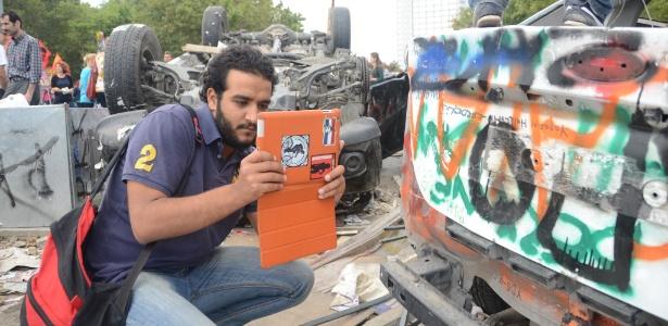 'Veterano das revoluções' usa tablet para filmar protestos na Turquia