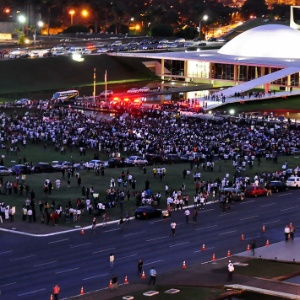 Internauta registra concentração para protesto em frente ao Congresso Nacional, na noite desta segunda-feira - Você Manda/Maria Luiza Ribeiro Pereira Araujo