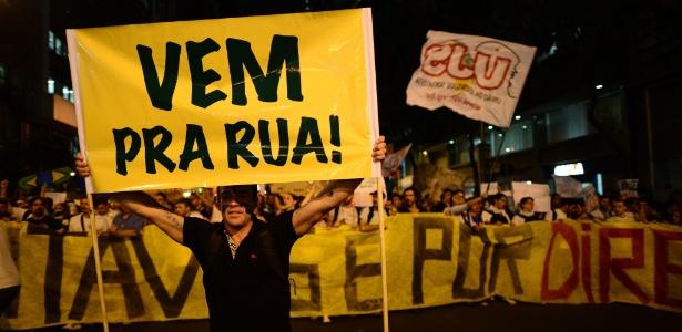 Manifestantes protestam no centro do Rio de Janeiro contra as tarifas de transporte público