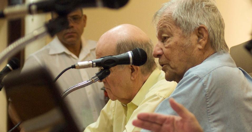 18.jun.2013 - Dois militares do Exército e três da Marinha prestam depoimentos à Comissão Nacional da Verdade e a Comissão da Verdade do Rio de Janeiro realizada no auditório da Caarj (Caixa de Assistência dos Advogados do Rio de Janeiro), no Rio de Janeiro, na manhã desta terça-feira (18). Eles foram presos, cassados e participaram da resistência à Ditadura Militar (1964 - 1985)