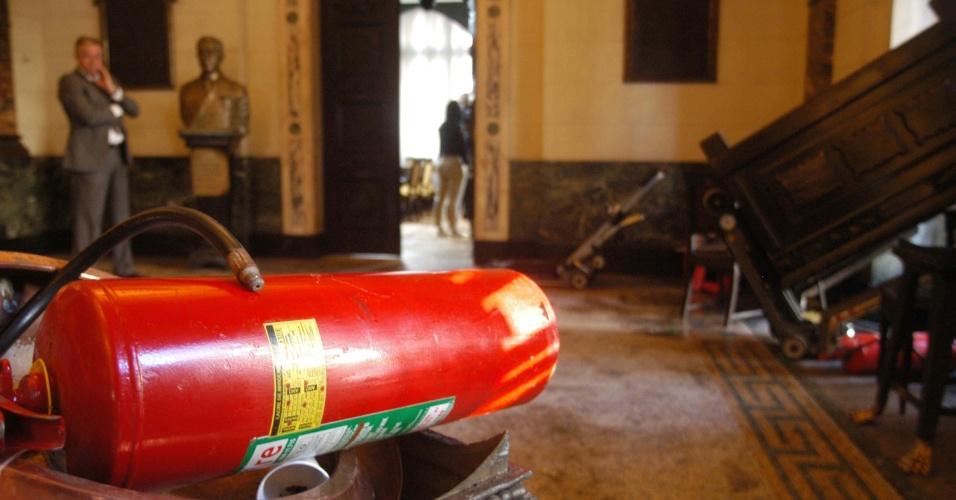 18.jun.2013 - Interior da Alerj (Assembleia Legislativa do Rio de Janeiro) sofreu depredações após grupo de manifestantes que participava de marcha pelas ruas do Rio invadir o local