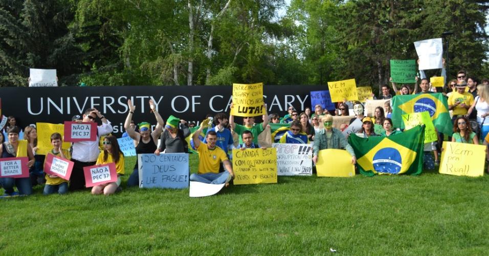 19.jun.2013 - Guilherme de Oliveira Santos registrou a manifestação que aconteceu na cidade de Calgary, no Canadá, em apoio aos protestos que ocorrem em todo o Brasil