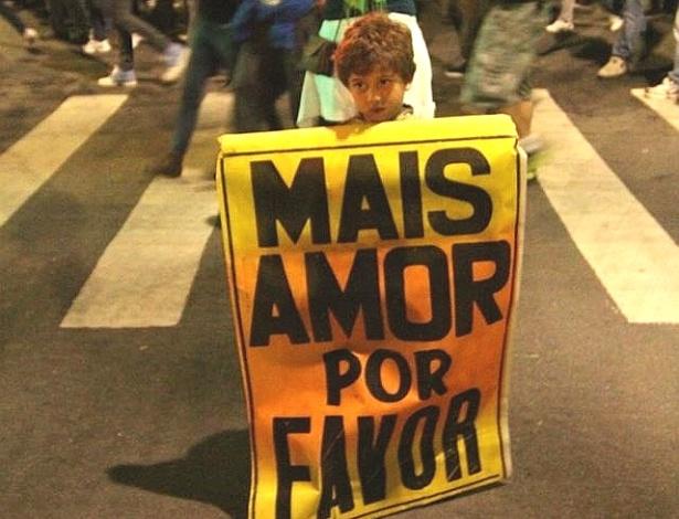 19.jun.2013 - Luiz Ueti registrou a manifestação na Avenida Brigadeiro Faria Lima, na terça-feira (18), em São Paulo