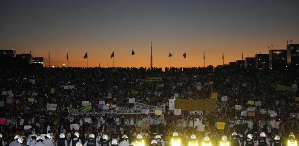 20.jun.2013 - Concentração de manifestantes na Esplanada dos Ministérios, em Brasília, reuniu ao menos 30 mil pessoas, segundo a Polícia Militar - Laycer Tomaz/Câmara dos Deputados