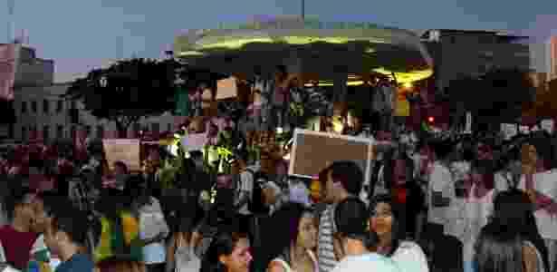 Manifestantes se reúnem na avenida Goiás, região central de Goiânia (GO), durante protesto reivindicando melhorias na saúde, transporte, educação e por um país sem corrupção, na noite de 20 de junho - Randes Nunes/Fotoarena/Estadão Conteúdo