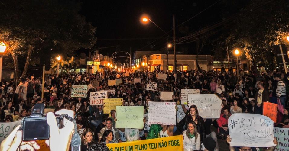 20.jun.2013 - Manifestantes também saíram às ruas em Avaré, interior de São Paulo, na quarta-feira (19). O internauta Danilo Illes registrou a passeata