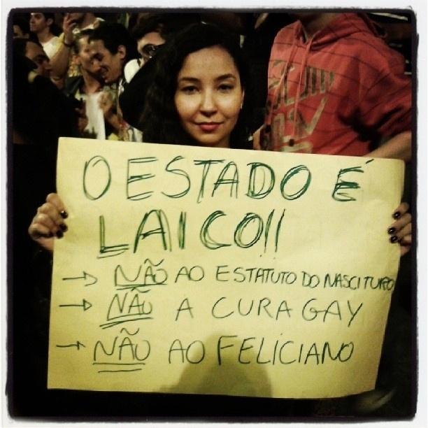 20.jun.2013 - Nas ruas de Belo Horizonte (MG), @yayarima pede um Estado laico e diz não ao deputado Marcos Feliciano, à proposta de cura gay e à aprovação do Estatuto do Nascituro