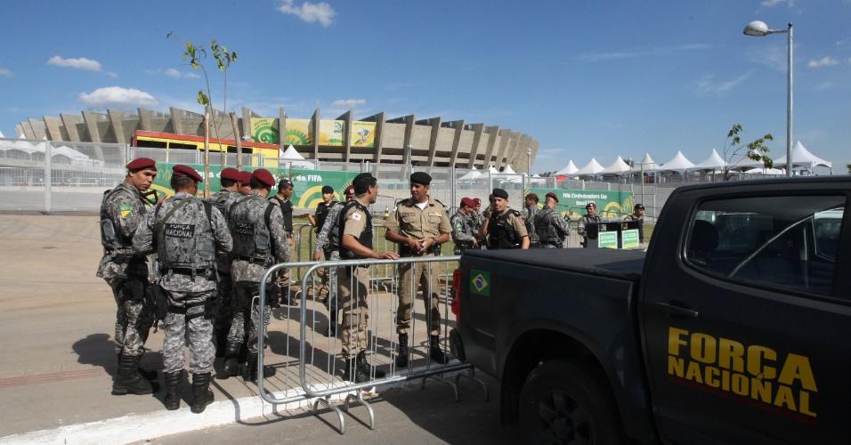 20.jun.2013 - Soldados da Força Nacional de Segurança, unidade de elite da Polícia Federal, reforçam a segurança no entorno do Estádio Mineirão, em Belo Horizonte, nesta quinta-feira (20), dia de protesto popular na cidade
