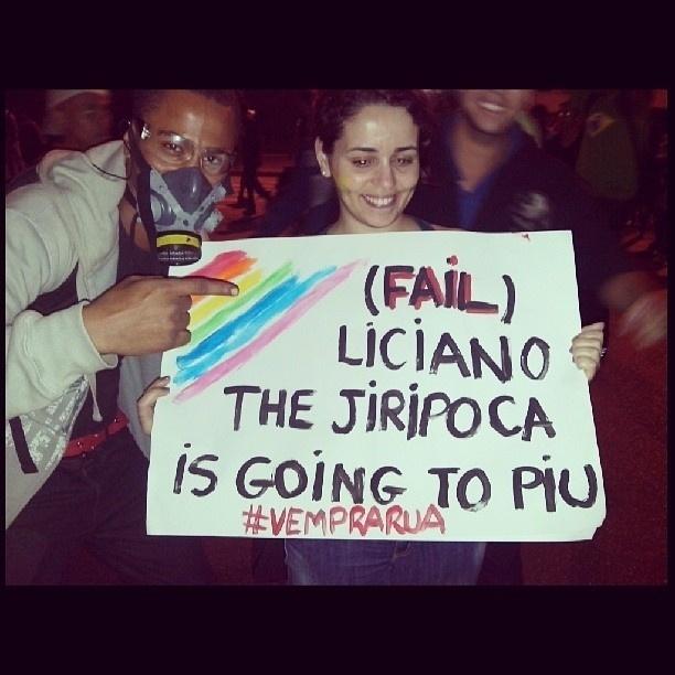 20.jun.2013 - Welbert (@welbertmonstrao) encontrou um cartaz engraçado durante os protestos em Belo Horizonte (MG)