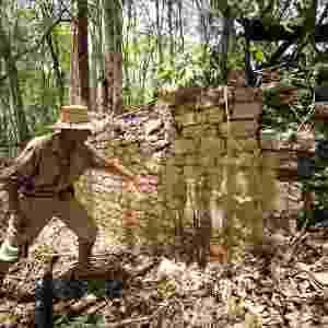 20.jun.2013 - Arqueólogo Ivan Sprajc encabeça a equipe de arqueólogos que descobriu uma das maiores cidades maias da região de Campeche no México. A área tem 220 mil metros quadrados e conta com vários monumentos - pelo menos uma dezena deles com inscrições - Mauricio Marat/INAH