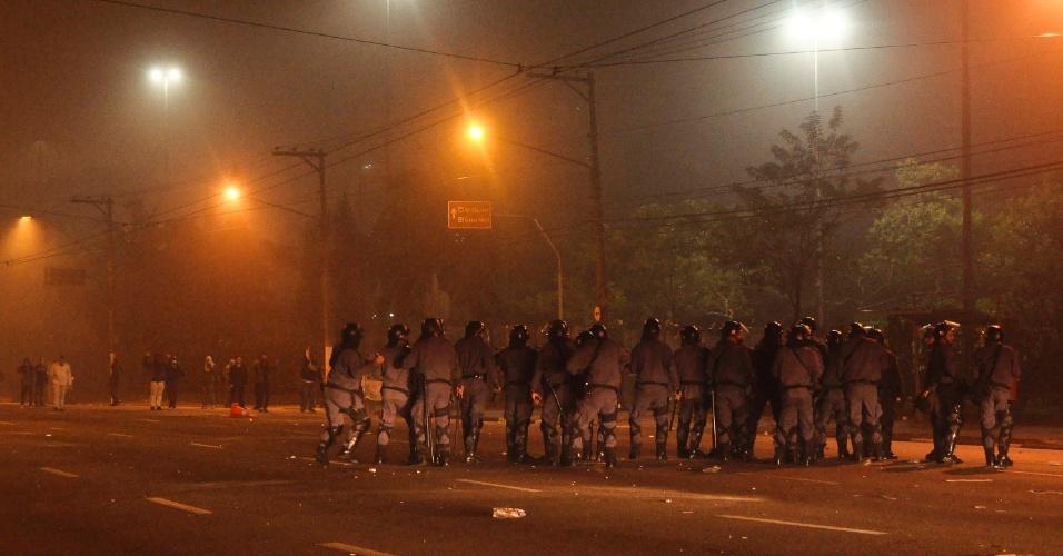 20.jun.2013 - Em São Bernardo do Campo, no ABC paulista, houve nova manifestação nesta quinta-feira (20). A rodovia Anchieta foi interditada e filas de ônibus foram formadas nas ruas