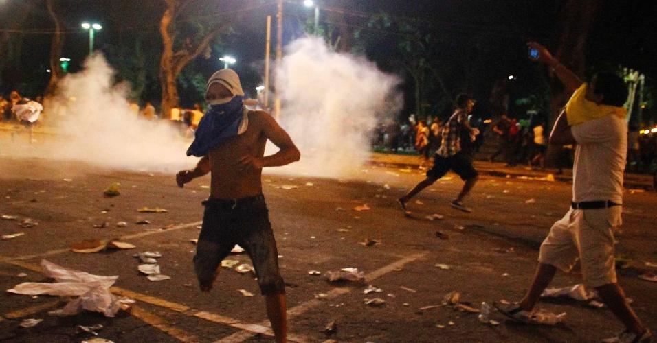 20.jun.2013 - Manifestantes entram em confronto com a polícia em Belém, Pará