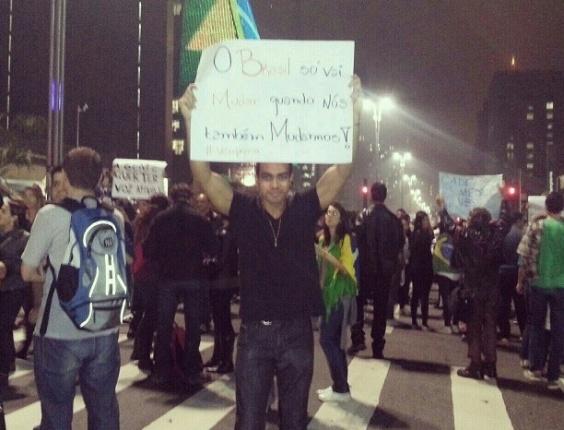20.jun.2013 - Os internautas Carlos Henrique Batista e Patrícia Batista enviaram fotos de manifestação na avenida Paulista, em São Paulo, nesta quinta-feira (20)