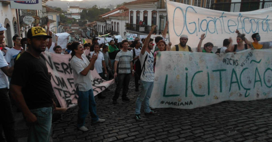 21.jun.2013 - As ladeiras históricas de Ouro Preto, em Minas Gerais, também foram palco de manifestações na quarta-feira (19), como registrou o internauta José Raimundo de Oliveira