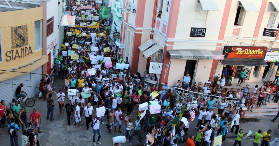 21.jun.2013 - O internauta Alfredo Moura Filho fotografou a manifestação que percorreu as ruas de Ilhéus, na Bahia, na quinta-feira (20)