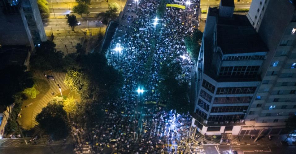 22.jun.2013 - Vista do viaduto Jaceguai da passeata contra a PEC 37. Os cerca de 30 mil manifestantes se concentraram mais cedo na avenida Paulista