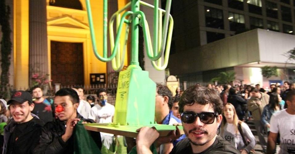 20.jun.2013 - Internauta Luiz Ueti mostra foto de protesto da avenida Paulista, em São Paulo
