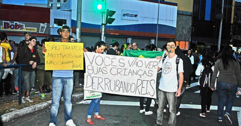 21.jun.2013 - Fotos da manifestação que ocorreu em Guarulhos, na via Dutra