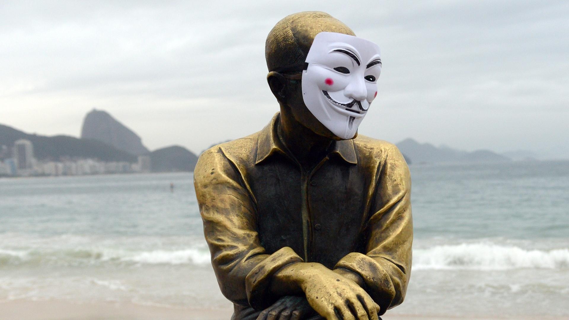 Fotos Mascara Vira Simbolo De Protestos 25 06 2013 Uol Noticias