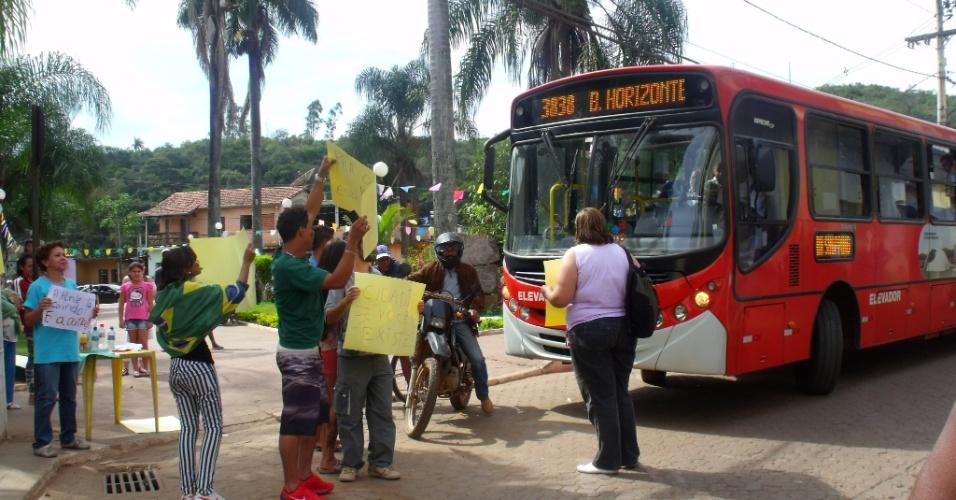 Internauta Aldo Moreira registrou manifestação da cidade de Rio Acima (MG), que tem cerca de 9.000 habitantes, segundo ele