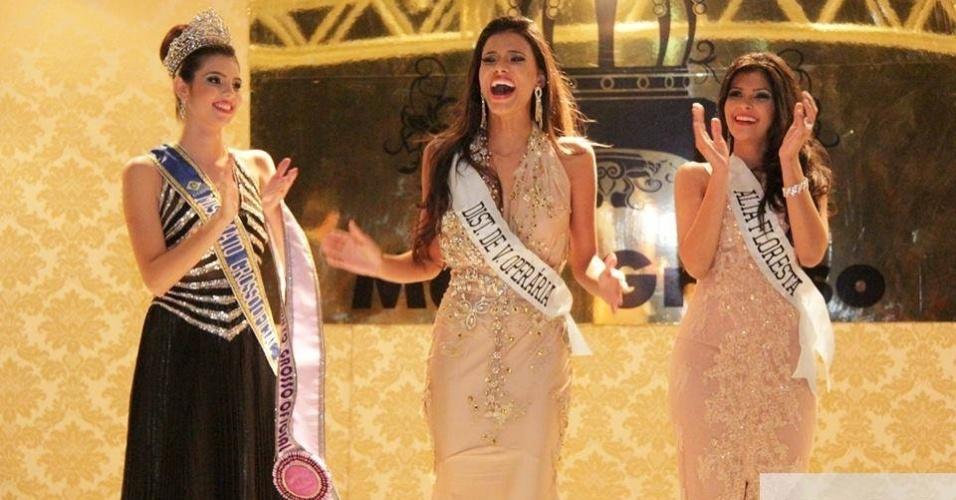 22.jun.2013 - Miss Mato Grosso 2013, Jakelyne Oliveira (centro), ao lado da segunda colocada, Luanna Ribeiro (direita), Miss Alta Floresta, e de Leticia Hauch, Miss Mato Grosso 2012
