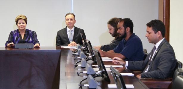 A presidente Dilma Rousseff e o ministro das Cidades, Aguinaldo Ribeiro, se reuniram com representantes do Movimento Passe Livre - André Borges/Folhapress