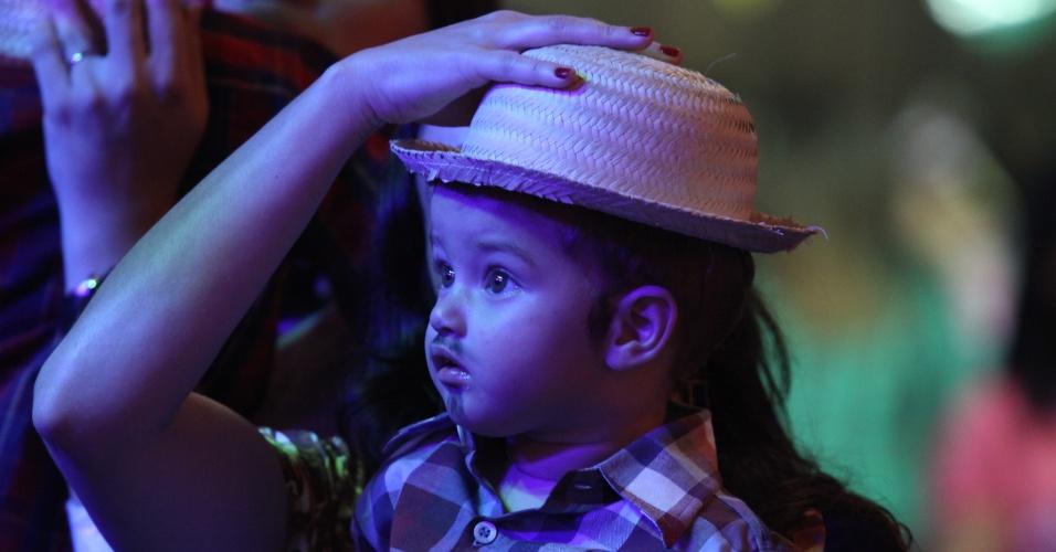 """9.jun.2013 - Crianças se divertem em """"mini São João"""", que contou com brincadeira e comidas típicas, trio de Sanfoneiros e """"A Bandinha"""" que tocou musicas infantis no ritmo de forró, no Recife"""
