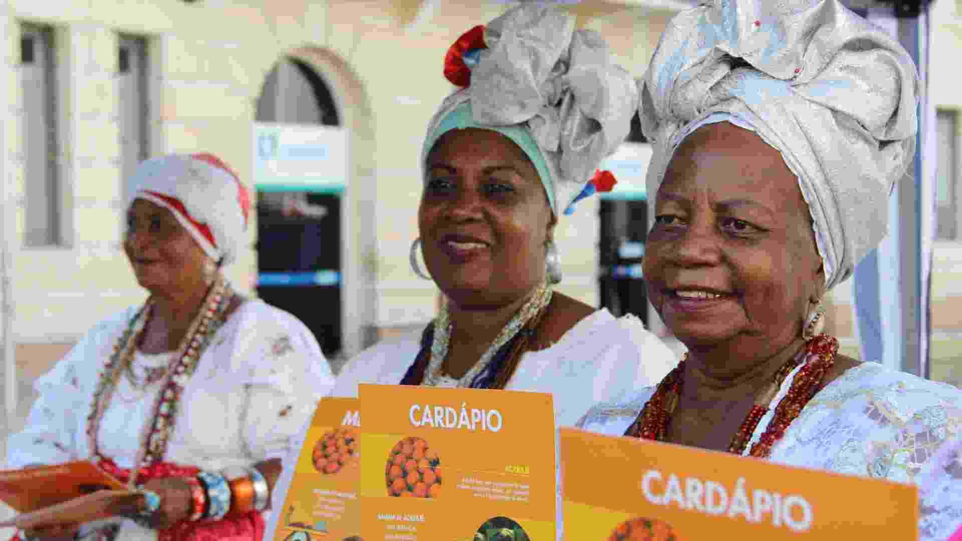Baianas do acarajé ganham cardápio em português, inglês e espanhol - Divulgação/Mateus Pereira