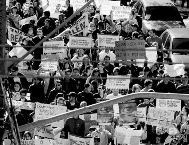 O internauta Anderson Junior Ivanski registrou uma manifestação em Guarapuava (PR) contra a PEC 37 e o aumento da tarifa do transporte, entre outras reivindicações. O protesto aconteceu no último dia 22 de junho