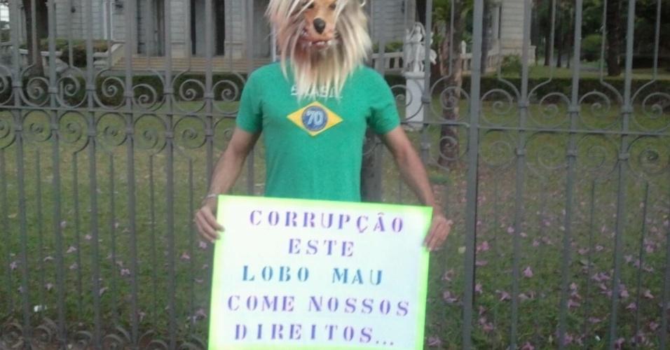 O internauta Ramifrancis Santos fotografou o manifestante que participava da passeata na praça da Liberdade, em Belo Horizonte, no dia 22 de junho