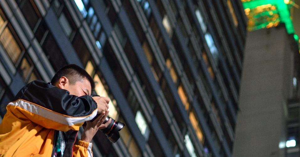 O internauta Vagner Rogério Costa de Melo registrou um fotógrafo que estava em cima de um muro na avenida Paulista durante ato do dia 20 de junho