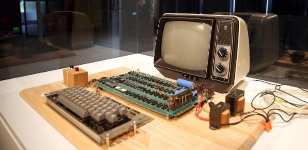 Antes do arremate, o computador Apple 1 foi exposto pela Christie's em Mountain View, na Califórnia