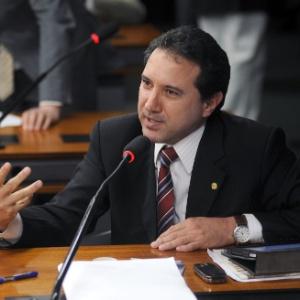 20.mar.2012 - Deputado Natan Donadon (PMDB-RO) durante reunião da bancada do PMDB com o ministro do esporte, Aldo Rebelo