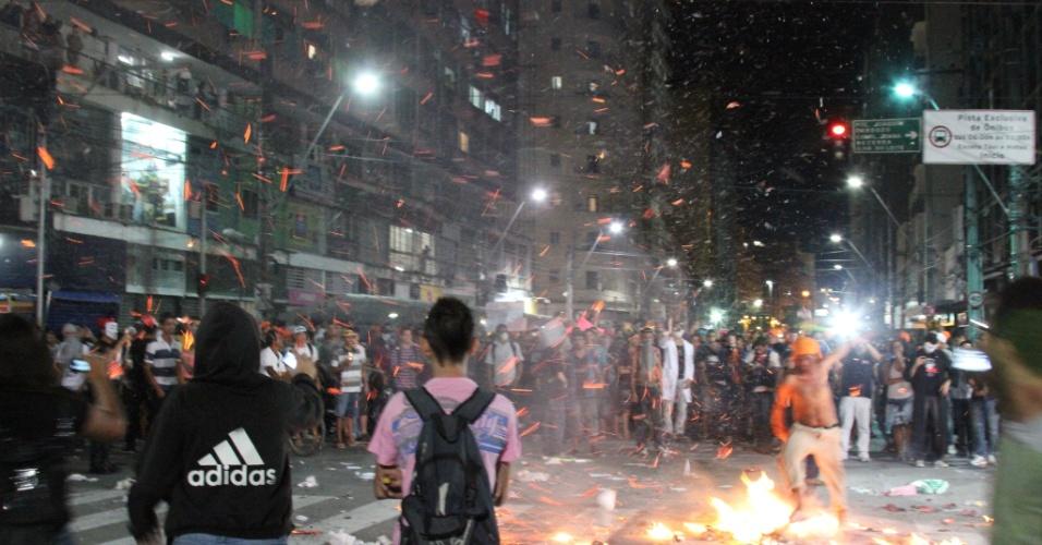 26.jun.2013 - Manifestantes protestam nas ruas do Recife por melhoria nas áreas de educação e saúde e contra a corrupção, a impunidade, as altas tarifas de transportes públicos e os altos investimentos na Copa do Mundo, nesta quarta-feira (26)